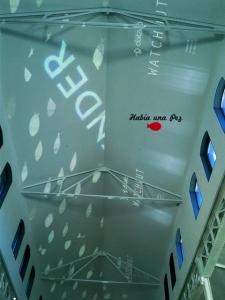 Peces por las nubes: proyección en el techo