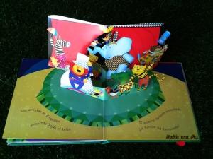 'El circo mágico' libro pop up y su ¡acabó la función!